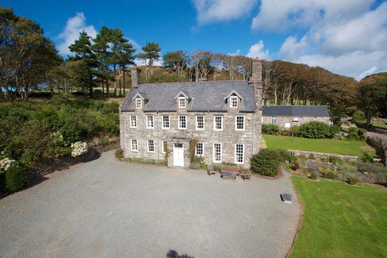 Large holiday house in Snowdonia | Llanfendigaid
