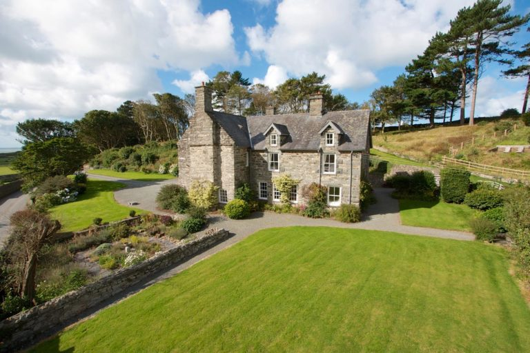 9 bedroom holiday house in Snowdonia | Llanfendigaid